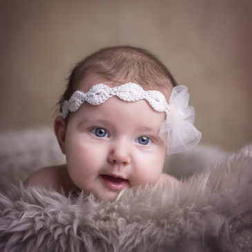 Babyfotografie in Nordhackstedt – ein kleiner Sonnenschein im Studio