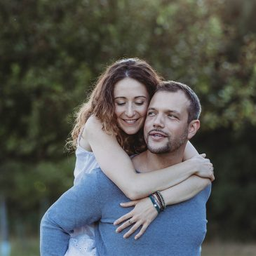 Portraitfotos in Nordfriesland – Loveshoot im Grünen