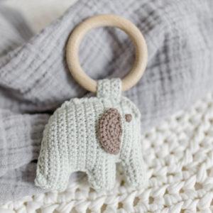 """""""Kleiner Elefant"""" – Greifling mit Holzring in grün/braun"""