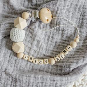 Schnullerkette mit Buchstaben – Deichkind
